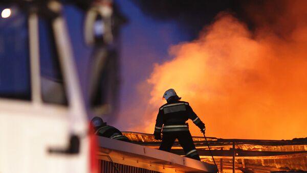 Un incendie d'envergure ravage un magasin de meubles dans la ville russe d'Irkoutsk (image d'illustration) - Sputnik France