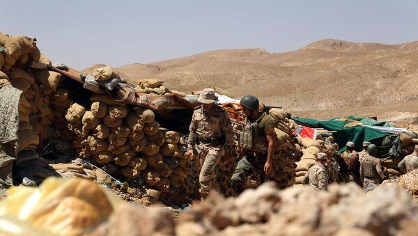 Les Kurdes irakiens gardent une position derrière des sacs de sable,Sinjar - Sputnik France