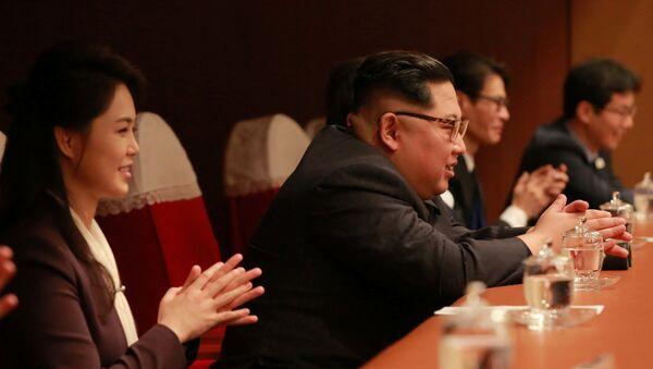 Kim Jong-un et son épouse Ri Sol-ju lors d'un concert sud-coréen - Sputnik France