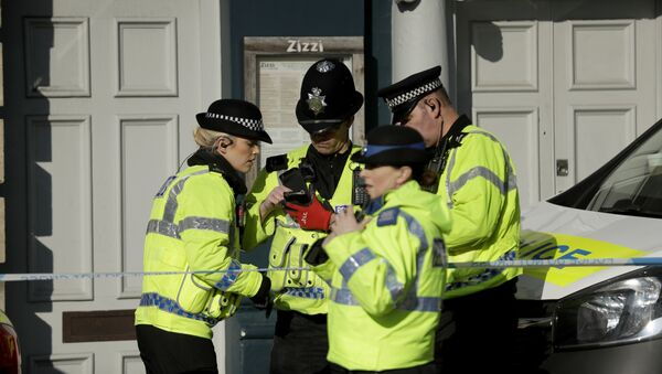 Police officers stand outside a Zizzi restaurant in Salisbury, England, Wednesday, March 7, 2018, near to where former Russian double agent Sergei Skripal was found critically ill. - Sputnik France