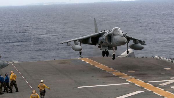 Un AV-8B Harrier se pose sur l'USS Essex  (image d'illustration) - Sputnik France