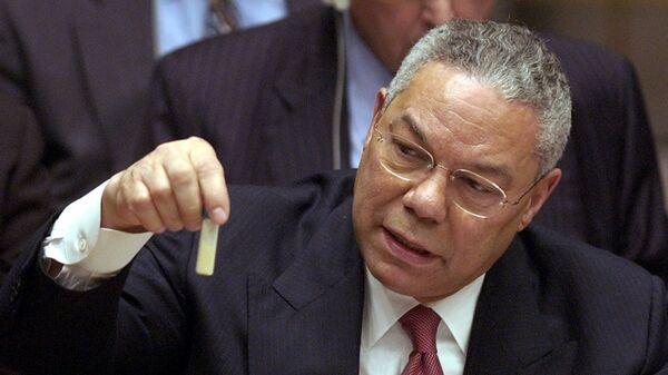 Colin Powell présente une fiole censée contenir de l'anthrax au Conseil de sécurité de lOnu - Sputnik France