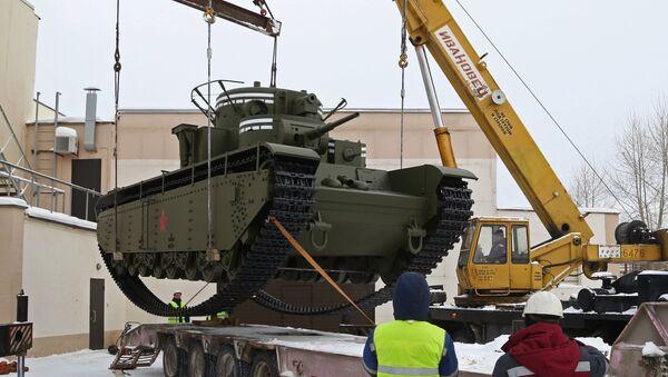Le char soviétique lourd T-35 reconstruit dans l'Oural - Sputnik France