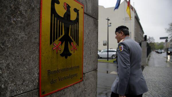 Un officier allemand devant le siège du ministère de la Défense - Sputnik France