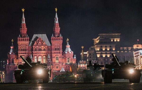 Répétition nocturne du Défilé de la Victoire sur la place Rouge - Sputnik France