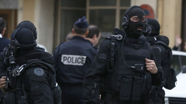 French RAID (Research, Assistance, Intervention, Deterrence) police gather near the site in Nice, south-eastern France, on April 27, 2015 - Sputnik France