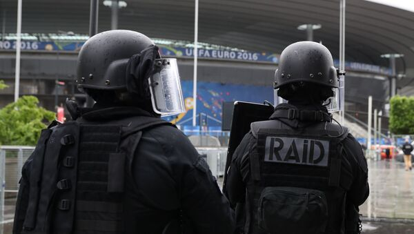 Members of the Raid special intervention unit of the French police take part in a terrorist attack mock exercise on May 31, 2016 near the Stade de France in Saint-Denis, France - Sputnik France
