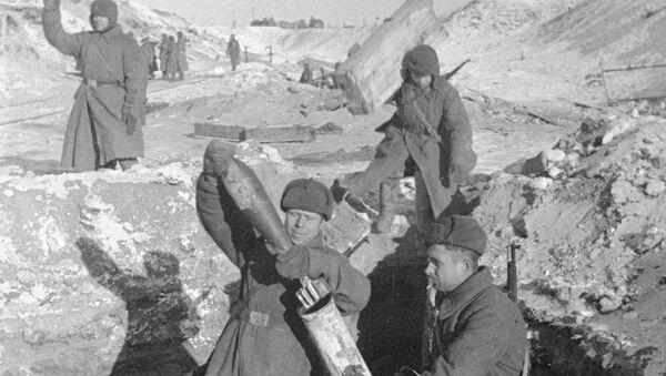 Минометчики ведут бой во время обороны Сталинграда. - Sputnik France