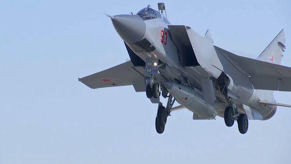 Un MiG-31 russe porteur de missiles hypersoniques Kinjal - Sputnik France