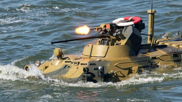 Un blindé amphibie russe BTR-82A (archive photo) - Sputnik France