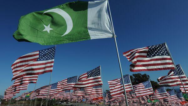 Les drapeaux du Pakistan et des USA - Sputnik France