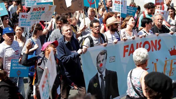 Demonstrators march during an anti-Macron festive protest called by far-left opposition France Insoumise (France Unbowed) political party two days ahead of the first anniversary of his election as President, in Paris, France, May 5, 2018 - Sputnik France