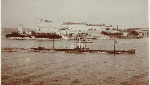 Подводная лодка Камбала заходит в Южную бухту Севастополя - Sputnik France