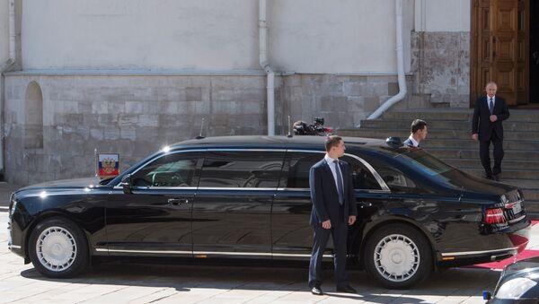 Vladimir Poutine se dirige vers sa nouvelle Limousine du projet Cortège, le 7 mai 2018 - Sputnik France