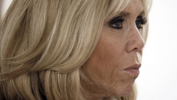 Brigitte Macron, wife of the French President, takes part in a visit at the Delafontaine Hospital in Saint-Denis, near Paris, as part of the World AIDS Day, on December 1, 2017 - Sputnik France