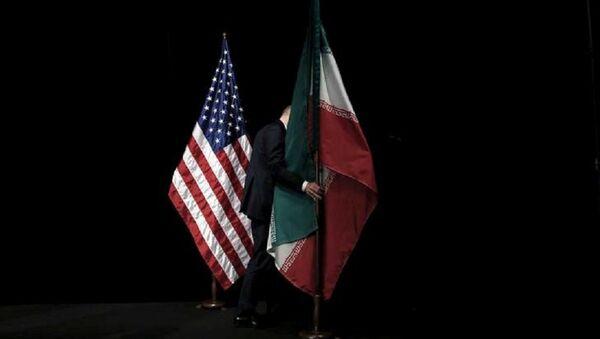 Les drapeaux américain et iranien - Sputnik France