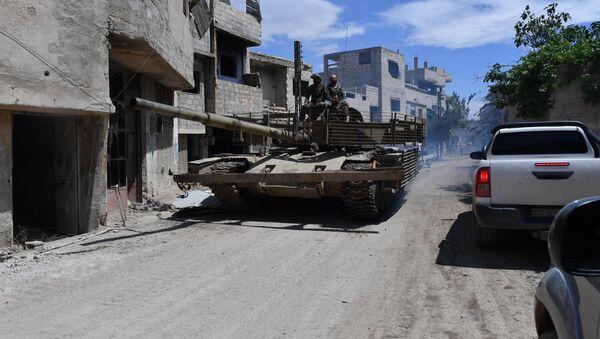 Un char sur le territoire de l'ancien camp des réfugiés palestiniens de Yarmouk, au sud de Damas - Sputnik France