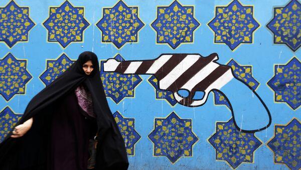 Graffiti auf der Wand vor der ehemaligen US-Botschaft in Teheran - Sputnik France