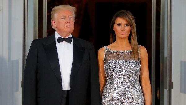El presidente de EEUU, Donald Trump y su esposa, Melania - Sputnik France