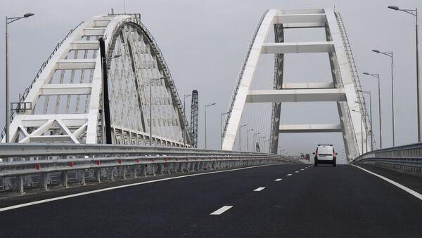 Автомобильное движение по автодорожной части Крымского моста - Sputnik France