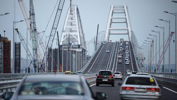 Car traffic on the Crimean Bridge's freeway section - Sputnik France