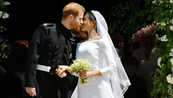Prince Harry and Meghan Markle kiss on the steps of St George's Chapel in Windsor Castle after their wedding in Windsor, Britain, May 19, 2018 - Sputnik France