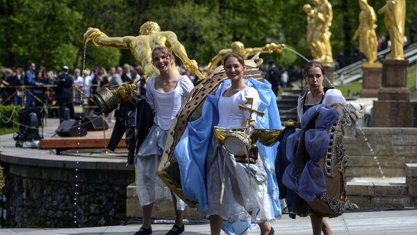 Fête des Fontaines à Saint-Pétersbourg - Sputnik France