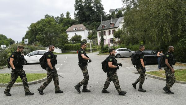 French gendarmes patrol in Pont-de-Beauvoisin on August 30, 2017 after the disappearance of a 9-year-old girl. - Sputnik France