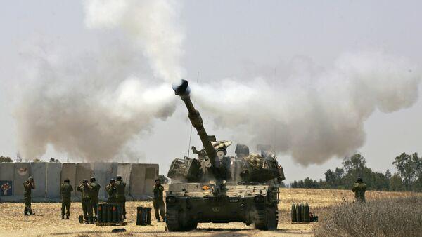 An Israeli army tank fires towards the Gaza Strip (File) - Sputnik France
