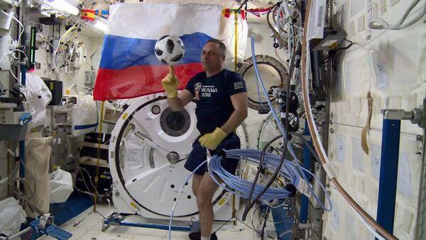 Российские космонавты провели тренировку по футболу на МКС - Sputnik France