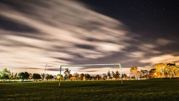 Футбольные ворота на фоне звездного неба - Sputnik France