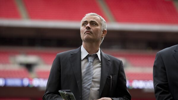 Former Chelsea manager Jose Mourinho attends a group photo session pitchside as a guest of FIFA Presidential Candidate Gianni Infantino after unveiling his 90 day plan that he will implement if he is elected FIFA President, at Wembley Stadium in London, Monday, Feb. 1, 2016. - Sputnik France