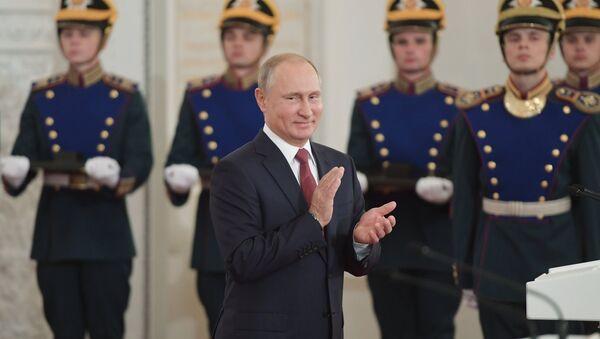 Vladimir Poutine lors de la cérémonie de remise des Prix d'État - Sputnik France