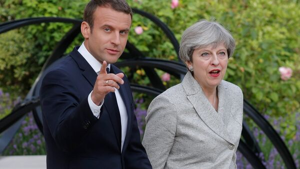 French President Emmanuel Macron (L) escorts Britain's Prime Minister Theresa May as they arrive to speak to the press at the Elysee Palace in Paris, France, June 13, 2017 - Sputnik France