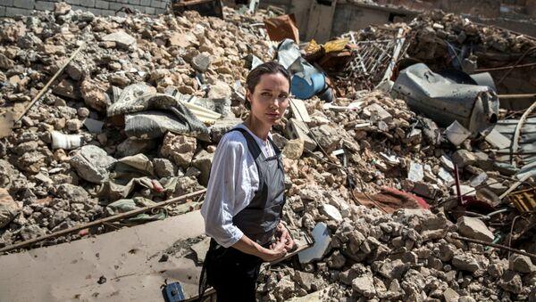 Angelina Jolie visite la vieille ville à l'ouest de Mossoul - Sputnik France