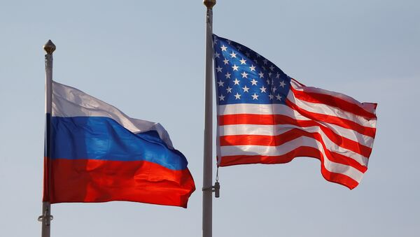 National flags of Russia and the US fly at Vnukovo International Airport in Moscow, Russia April 11, 2017 - Sputnik France