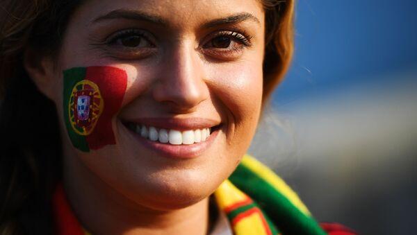 Une supportrice de l'équipe du Portugal avant le match Portugal-Espagne - Sputnik France