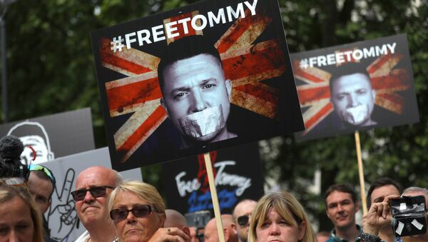 Supporters of English Defence League (EDL) founder Tommy Robinson demonstrate in Whitehall, London, Britain, June 9, 2018. - Sputnik France