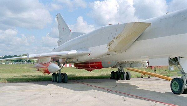 Самолёт с ракетами в ходе испытаний - Sputnik France
