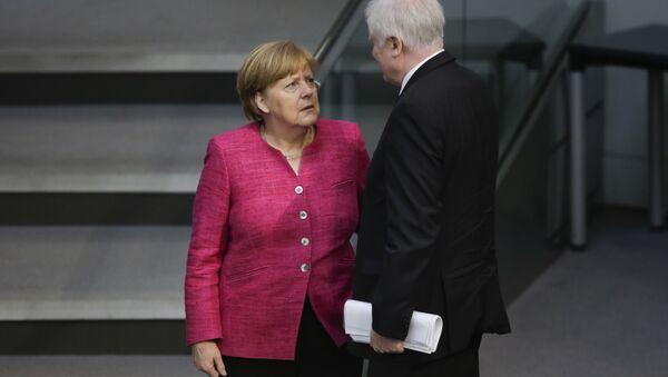 Bundeskanzlerin Angela Merkel und Bundesinnenminister Horst Seehofer in Bundsetag - Sputnik France