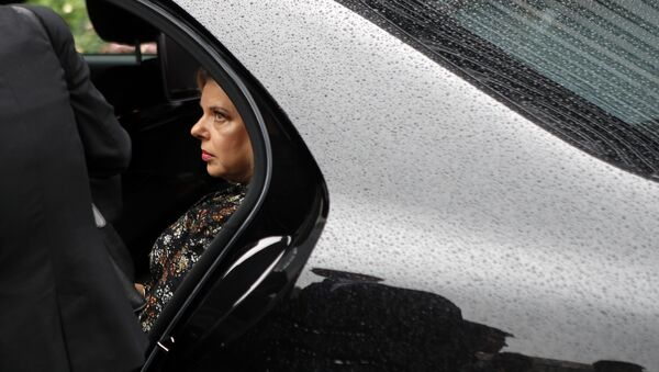 Israel's Prime Minister's wife Sara Netanyahu enters the car with Israel's Prime Minister Benjamin Netanyahu after the meeting with French Finance Minister Bruno Le Maire at Bercy Economy Ministry, in Paris, Wednesday, June 6, 2018 - Sputnik France