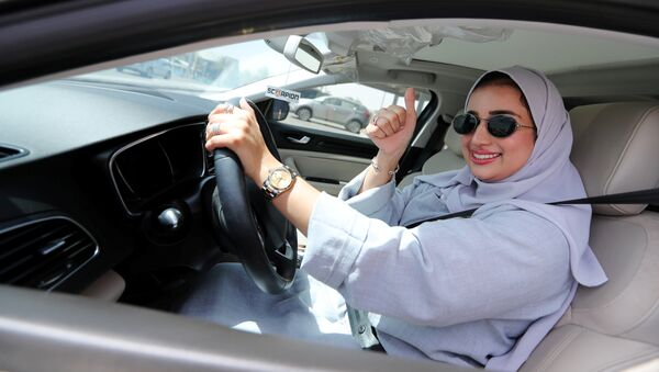 Zuhoor Assiri drives her car in Dhahran, Saudi Arabia, June 24, 2018 - Sputnik France