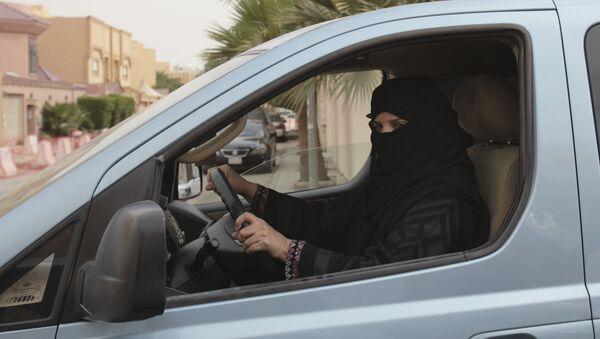 Femmes au volant en Arabie saoudite - Sputnik France