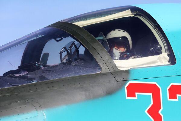«Caneton infernal»: le Sukhoi Su-34 reconnu meilleur bombardier tactique au monde - Sputnik France