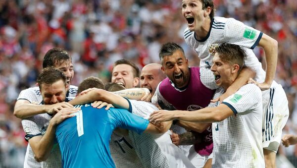 Soccer Football - World Cup - Round of 16 - Spain vs Russia - Luzhniki Stadium, Moscow, Russia - July 1, 2018 Russia players celebrate winning the penalty shootout - Sputnik France
