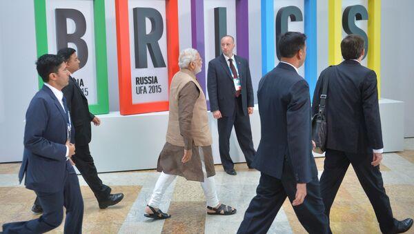 Премьер-министр Республики Индия Нарендра Мод перед совместным фотографированием участников встречи лидеров БРИКС - Sputnik France