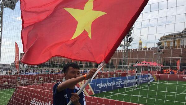 La place Rouge accueille un match de foot disputé par de jeunes Vietnamiens - Sputnik France