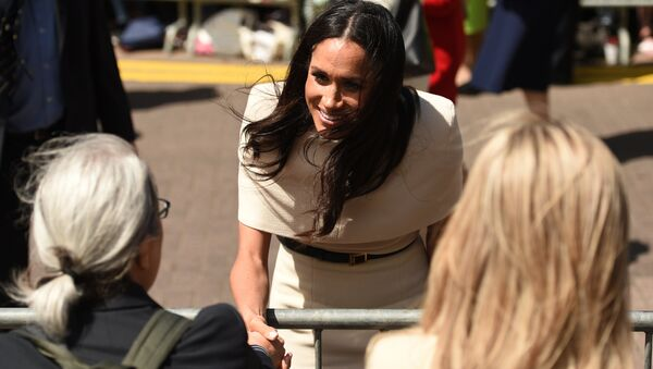 Meghan, Duchess of Sussex greets well-wishers during her visit, with Britain's Queen Elizabeth II, to Chester, Cheshire on June 14, 2018. - Sputnik France