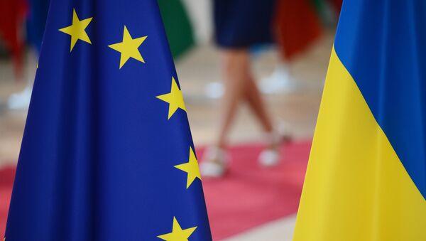 Флаги Украины и Европейского Союза. - Sputnik France