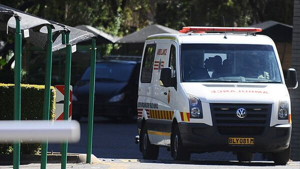 A miltary ambulance, allegedly carrying former South African President Nelson Mandela, leaves the Mediclinic Heart Hospital on April 6, 2013 in Pretoria. - Sputnik France